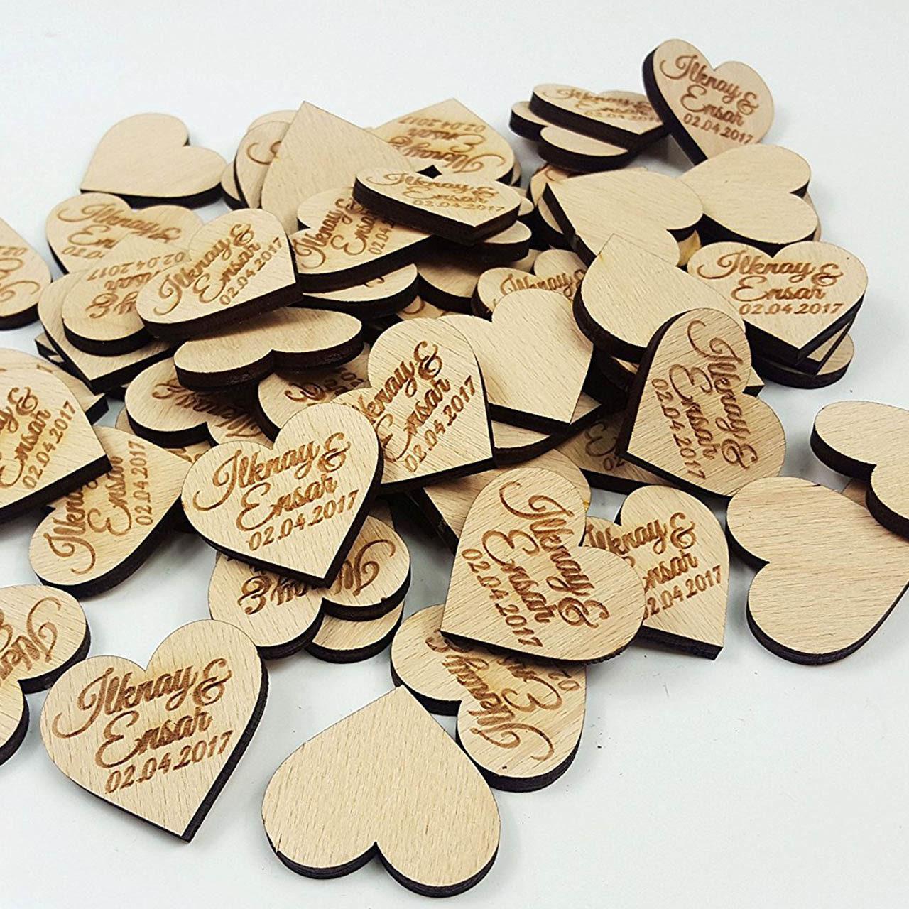 Herz-Streudeko aus Holz 60 Stück mit Vornamen und Datum - Personalisiert